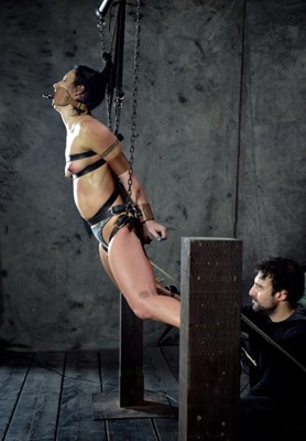 infernal-restraints-wenona-tied-and-teased